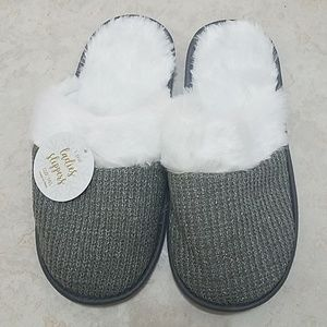 Shoes - Women's Gray/silver Fluffy Slippers